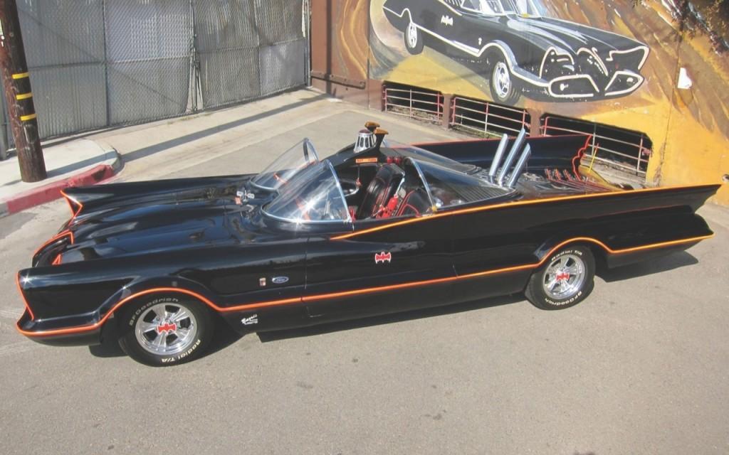 Ten oryginalny pojazd Batmana zfilmu z1966 roku został sprzedany naaukcji kolekcjonerskiej za4 mln dolarów.