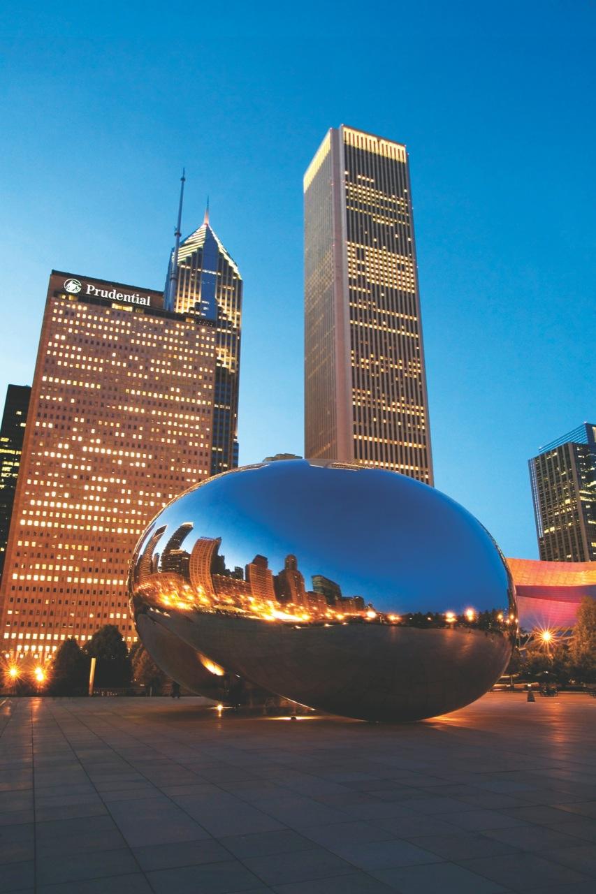Cloud Gate autorstwa Anisha Capoora jest jedną zartystycznych atrakcji Chicago.