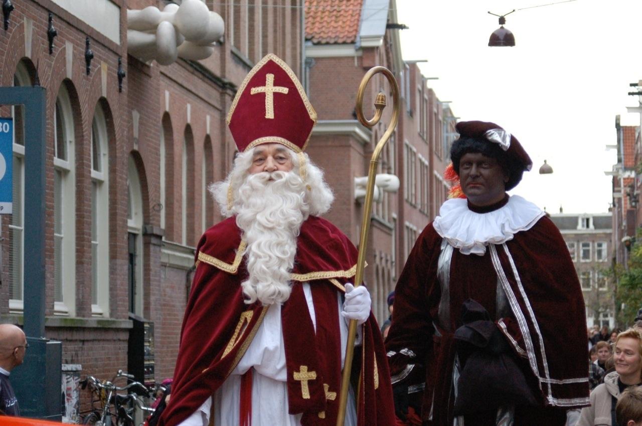 W holenderskiej tradycji św.Mikołajowi towarzyszy pomocnik –Czarny Piotruś.