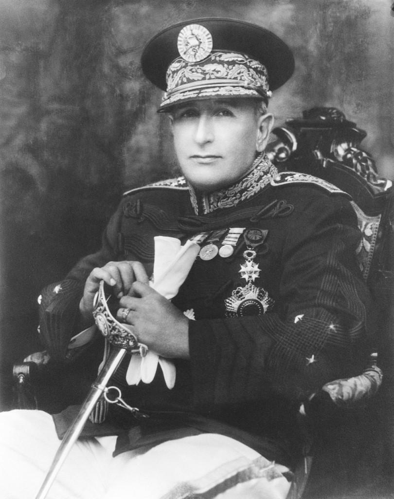 Generał Jorge Ubico y Castañeda de facto oddał władzę wGwatemali koncernowi United Fruit Company.
