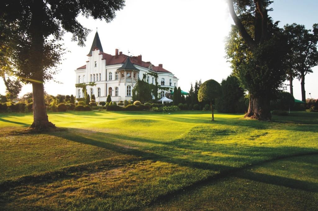 Gradi Golf Club wBrzeźnie jest jednym zniewielu klubów zpałacem przy polu.