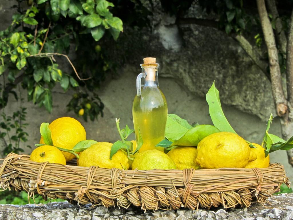 Limoncello – smak słońca. Idealny dodatek dotarty cytrynowej.