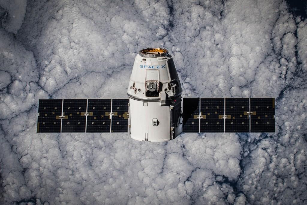 Kapsuła Dragon SpaceX naorbicie okołoziemskiej.