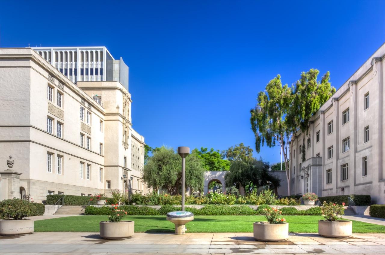 Caltech (Kalifornijski Instytut Technologiczny) ma więcej patentów niż jakakolwiek inna uczelnia wUSA – niemal 2000 (odroku 1969).