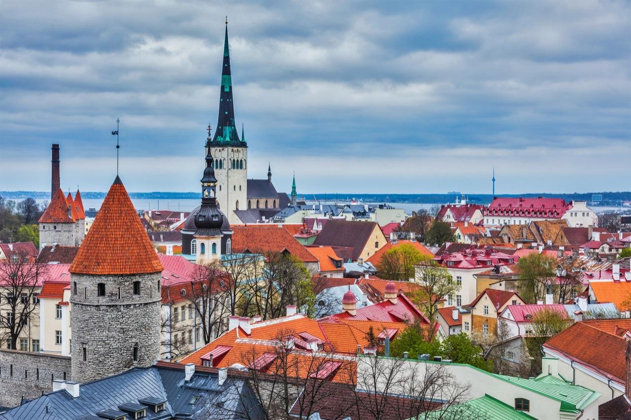Tallin wpełni zasługuje namiano zachodniego miasta –tysiącletnia hanzeatycka historia tostwierdzenie uzasadnia.
