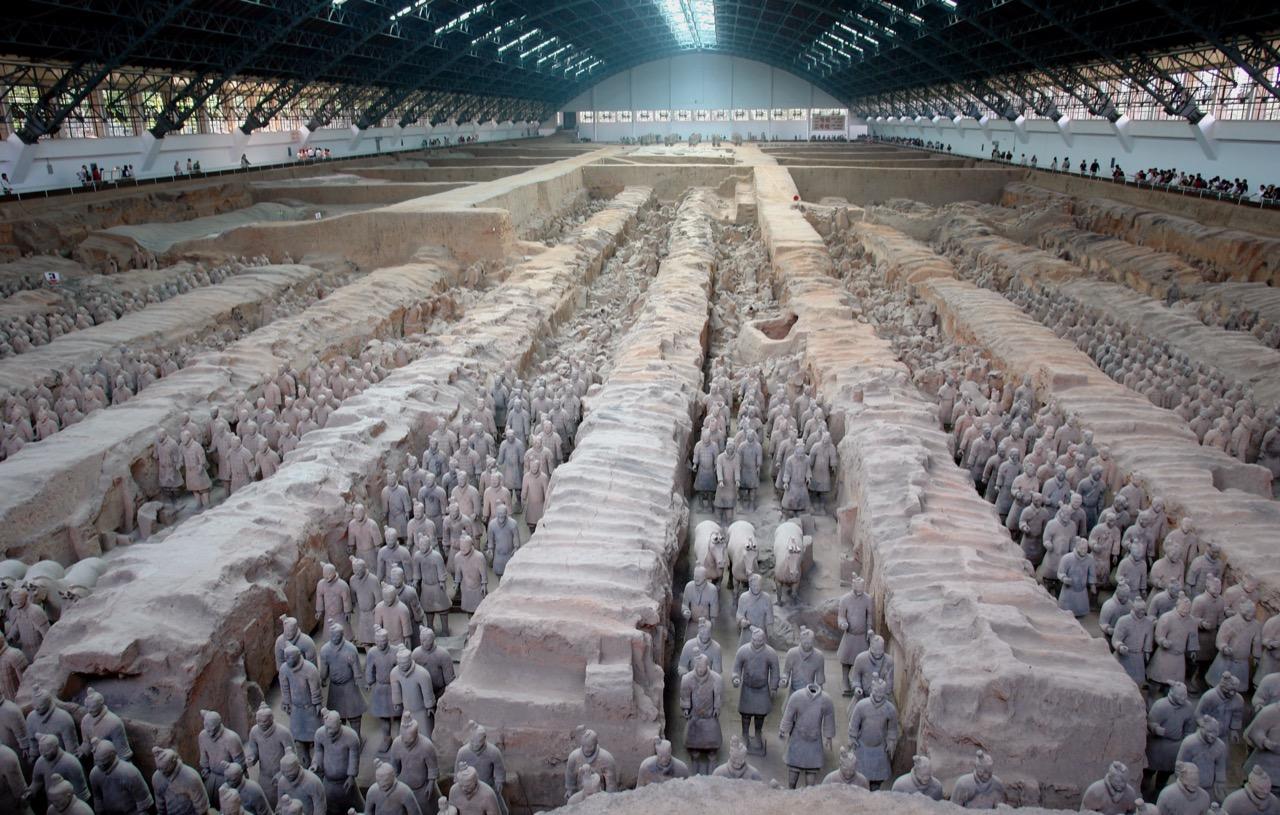 Zastępy Terakotowej Armii mogą być liczniejsze onawet 1400 żołnierzy. Wszystkich figur, mimo lat wykopalisk, wciąż nieodkryto.