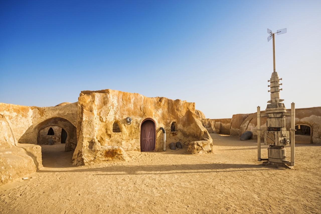 """Kosmiczna wioska naSaharze? Pewnie – topozostałości poplanie filmowym """"Star Wars""""."""