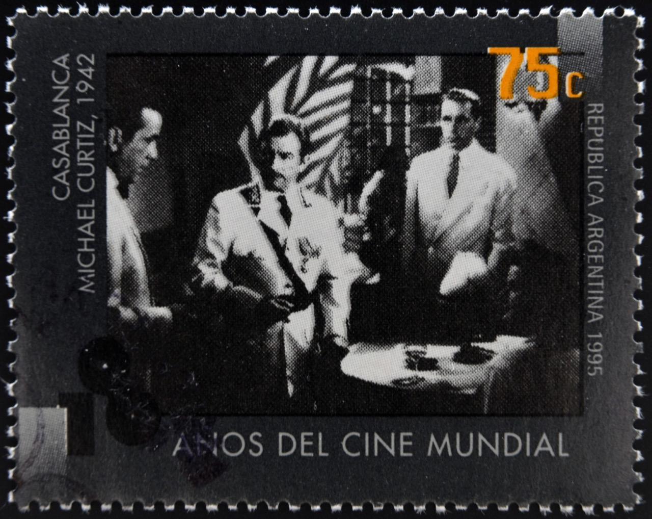 """""""Casablanca"""" jest jednym znajważniejszych filmów whistorii kinematografii; tu został upamiętniony naargentyńskim znaczku pocztowym."""