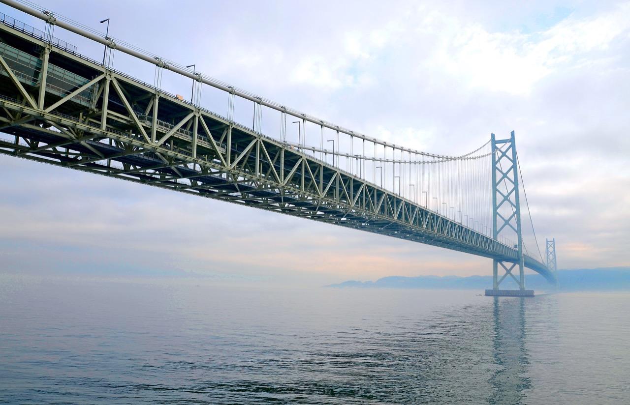 Akashi Kaikyo – najdłuższy wiszący most świata.