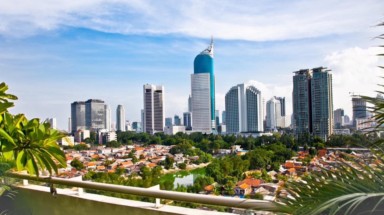 Dżakarta jest nowoczesnym miastem, wktórymkrzyżują się szlaki turystyczne ibiznesowe.