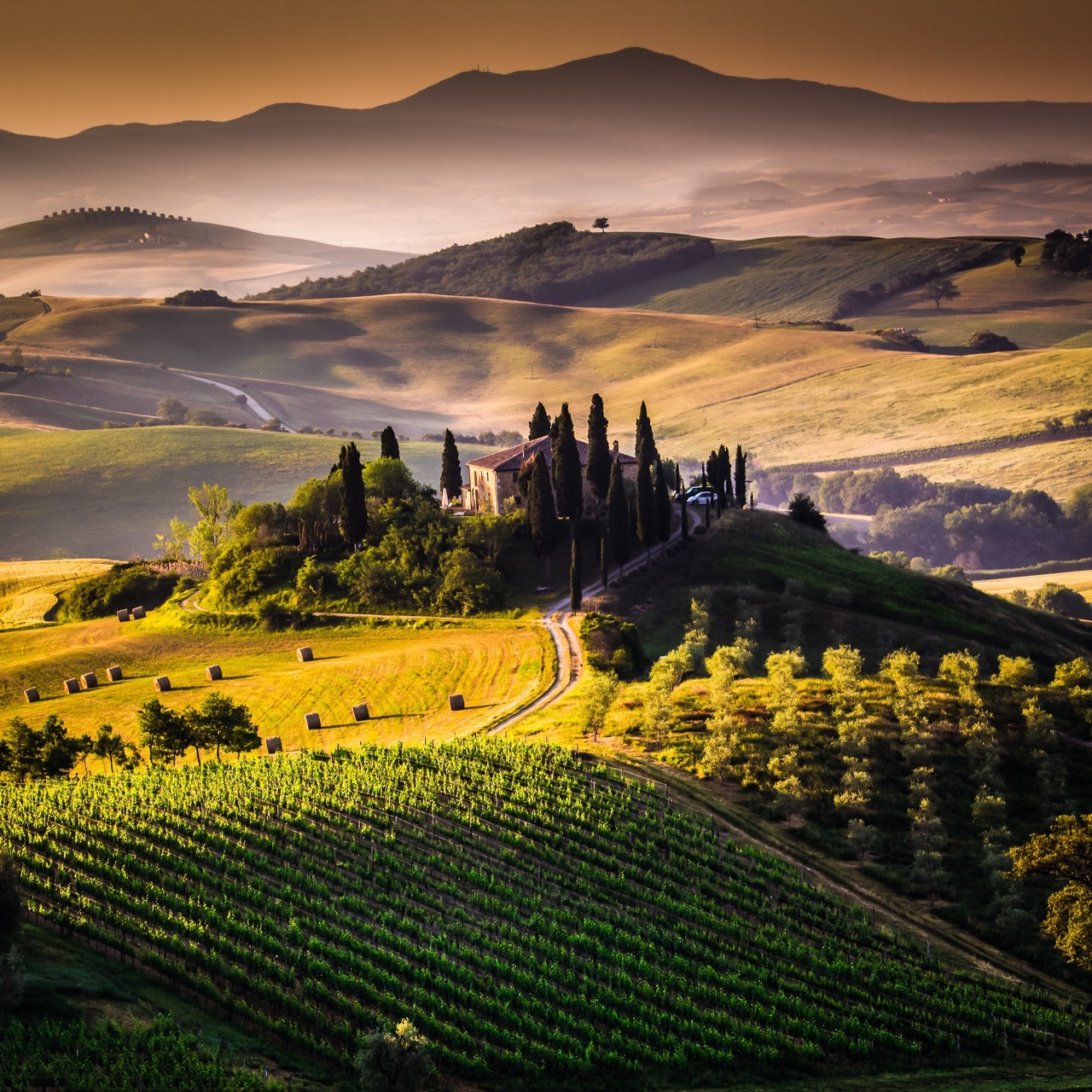 Toskania jest sielska iurzekająca, alejej najpiękniejsze miasta –zatłoczone.