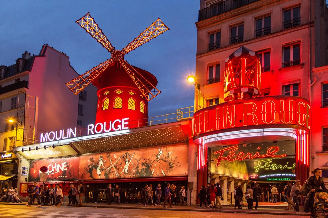 Żeby poznać smak szampana wMoulin Rouge, trzeba swoje odczekać... / Foto: Marcin Krzyzak / Shutterstock.com