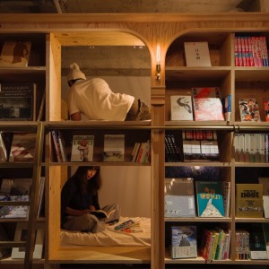 Have a book night! / Foto: Book and bed
