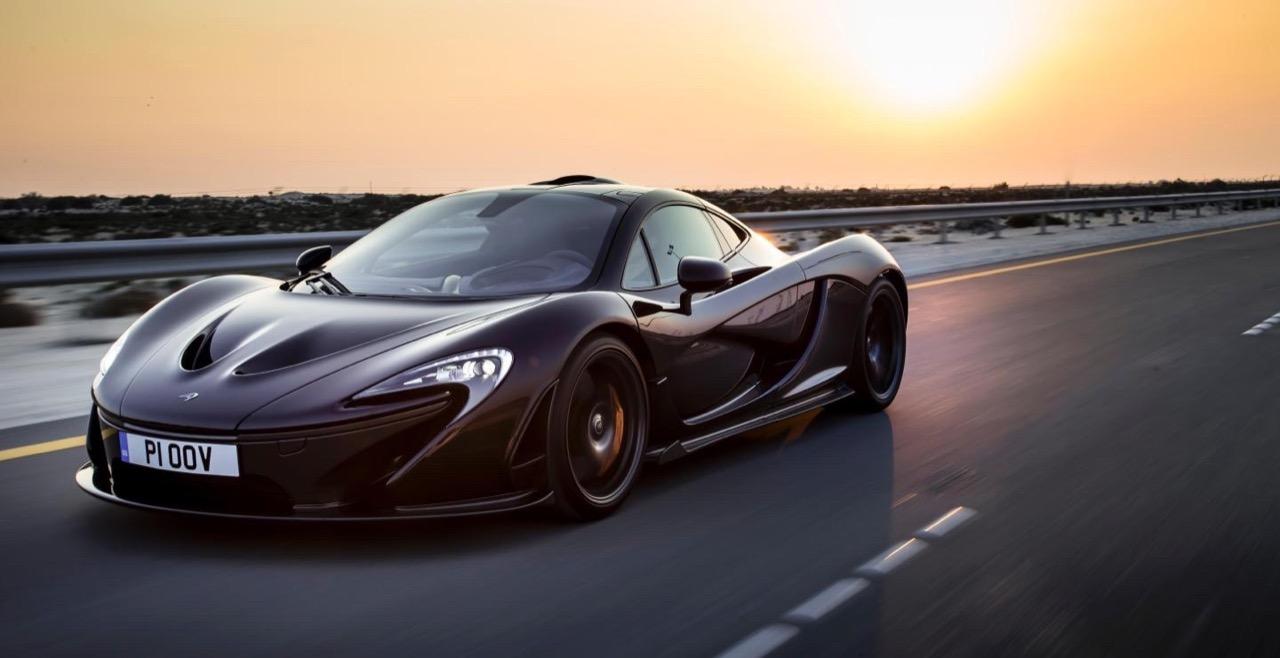 Nazwa McLaren zobowiązuje. P1 dotrzymuje obietnicy – daje moc isylwetkę godną atlety.
