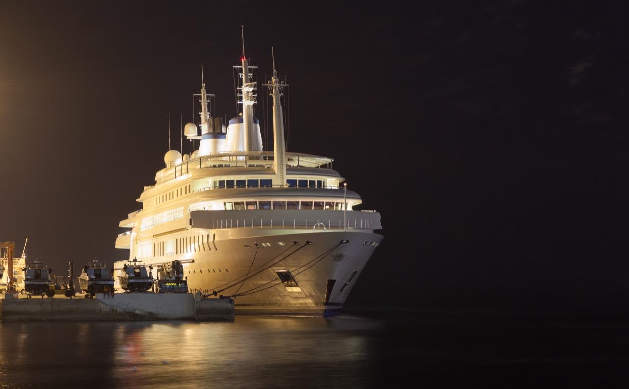 Al Said – yacht klasy ultrapremium. / Foto: Philip Lange / Shutterstock.com