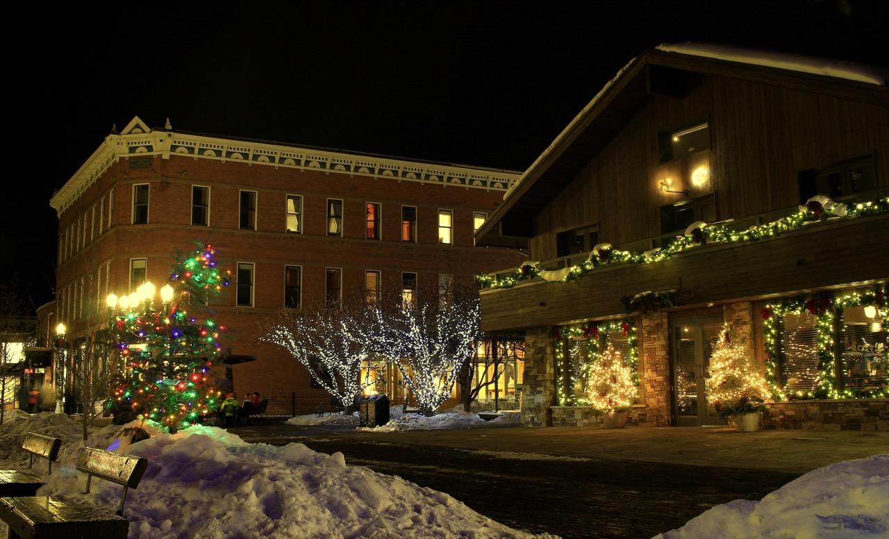 Zimą Aspen zamienia sięw pocztówkowe miasteczko.