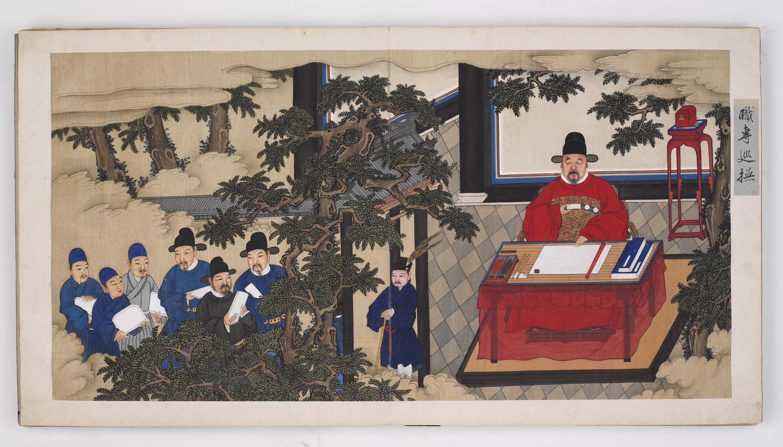 Fot. 2. Autor nieznany, Działalność Wang Qionga, dynastia Ming (1368–1644), album, papier, tusz, farby wodne, fot.Muzeum Narodowe wWarszawie. Jedna z46 kart, naktórychprzedstawiono historię życia idokonań Wang Qionga. Naprawym brzegu każdej karty znajduje się niewielka żółta etykietka, objaśniająca ukazaną scenę. Obrazy przedstawiają życie ikarierę idealnego urzędnika odczasów szkolnych, poprzez pomyślne zdanie egzaminów urzędniczych, aż poosiągnięcie wysokiej pozycji wadministracji. Odprostego asystenta doadministratora, oduniżonego sługi doczłowieka sukcesu, będącego ostoją państwa, człowieka, którypowraca dodomu wchwale.